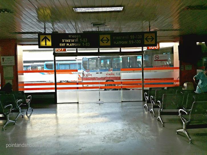 mo chit waiting platform