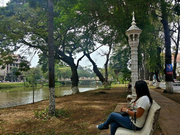 siem reap river bench