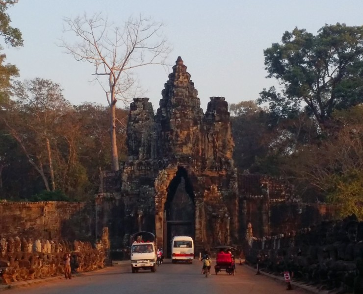 sunrise angkor thom south gate
