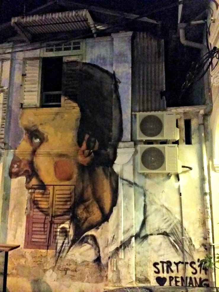 One of the large faces in front of Nagore mews by Stryts