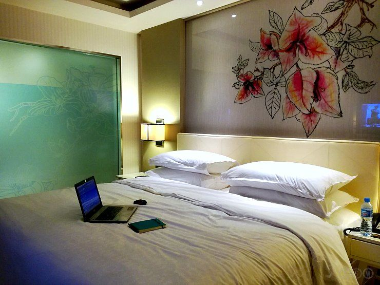 sheraton bandung deluxe room bed