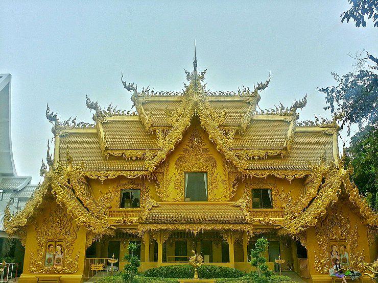 wat rong khun golden toilet chiang rai
