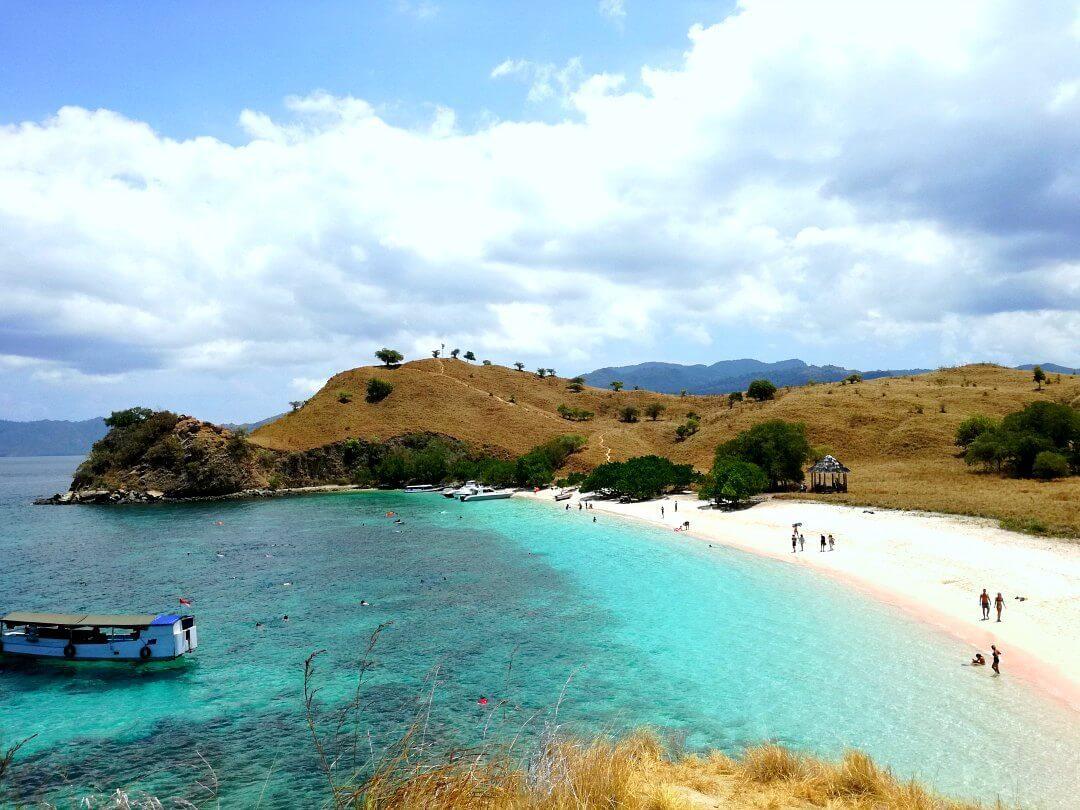 komodo island pink beach indonesia