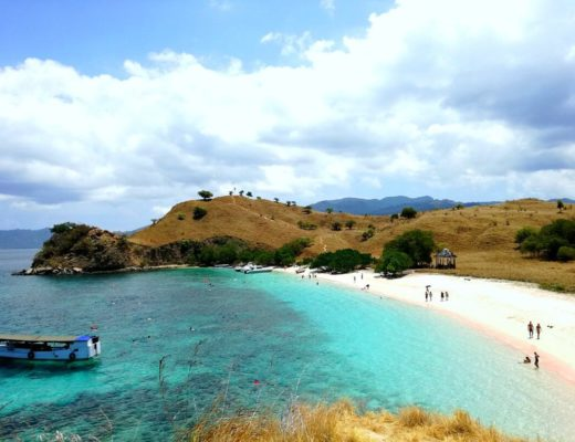 komodo island pink beach indonesia