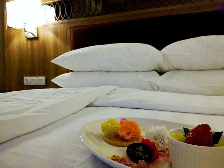 royal ambarrukmo yogyakarta bed