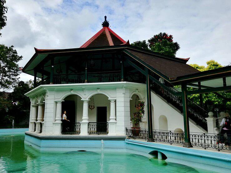 royal ambarrukmo floating hut