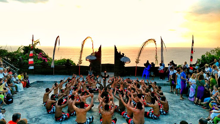 bali kecak and fire dance uluwatu