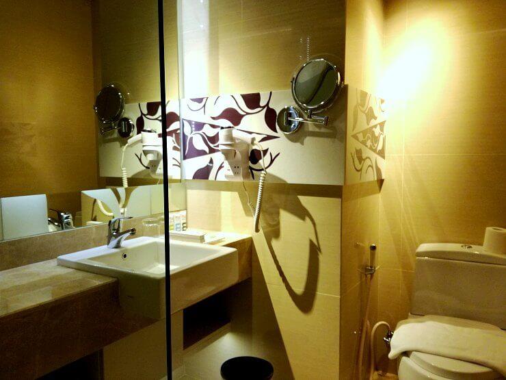 toilet bath mercure jakarta sabang hotel
