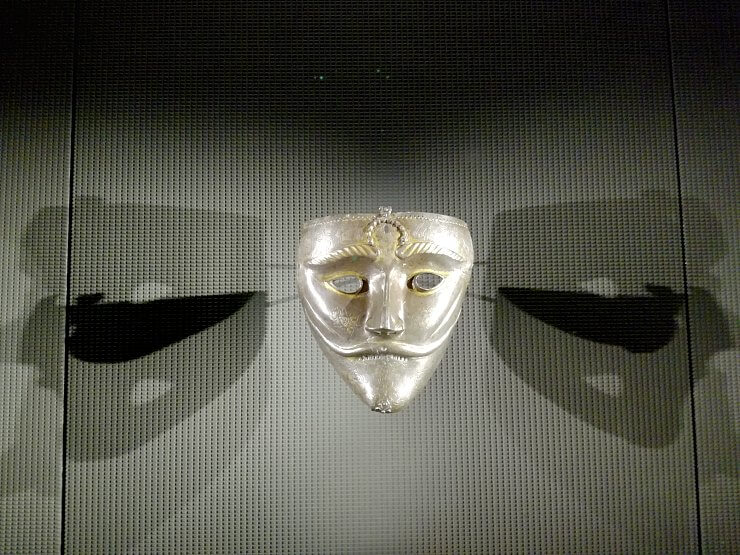 museum of islamic art qatar ancient mask